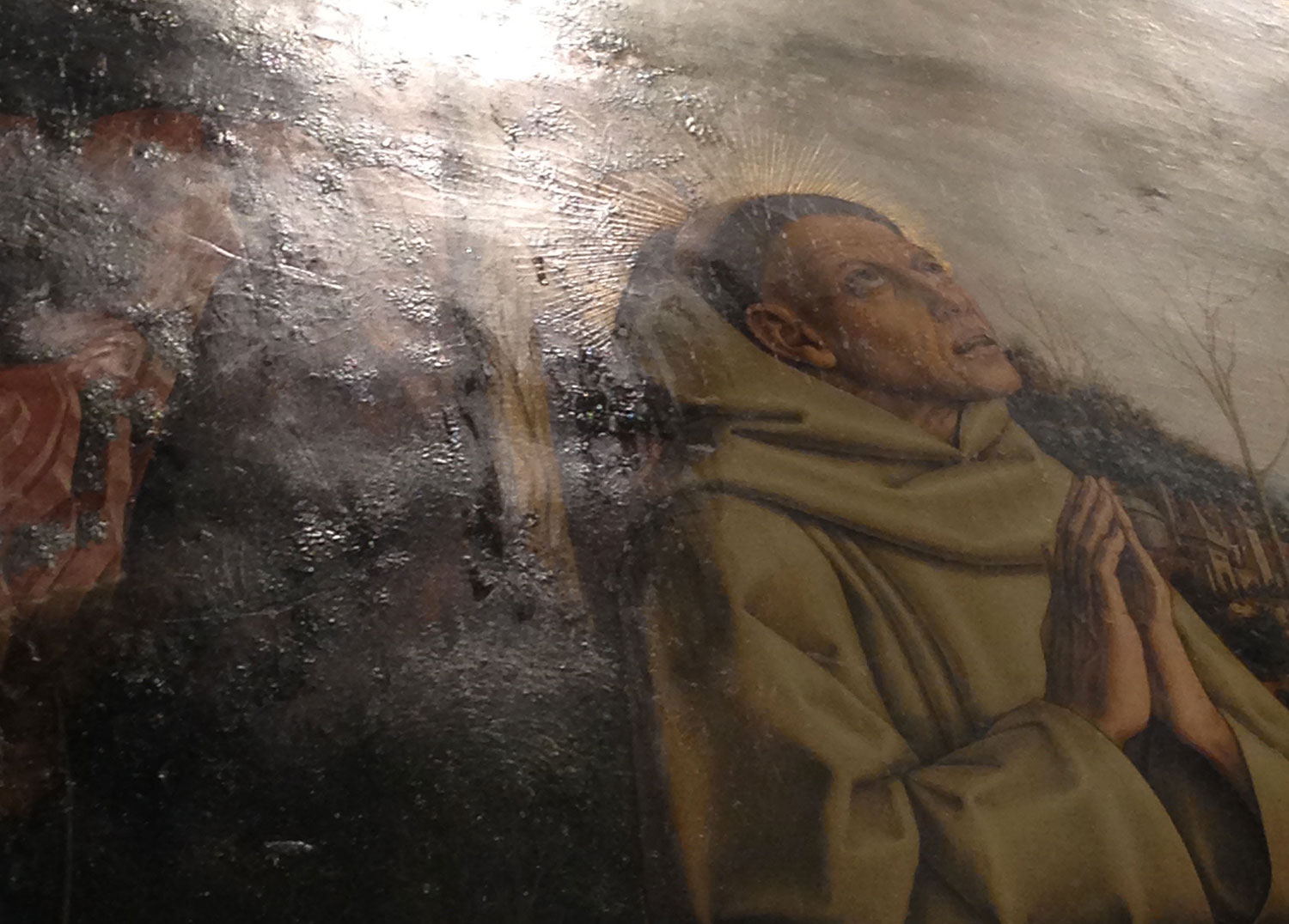 Fig. 2. Detail of The Vision of the Blessed Gabriele showing raised passages of paint and mordant gilding in reflected light. Photograph taken by the author.